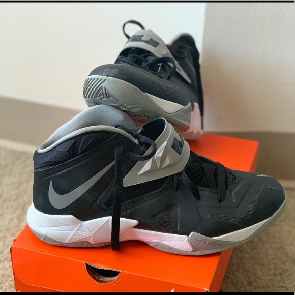best sneakers b1e5f be425 Select Size to Continue. M 5c3bad8f04e33d95674dfcc1